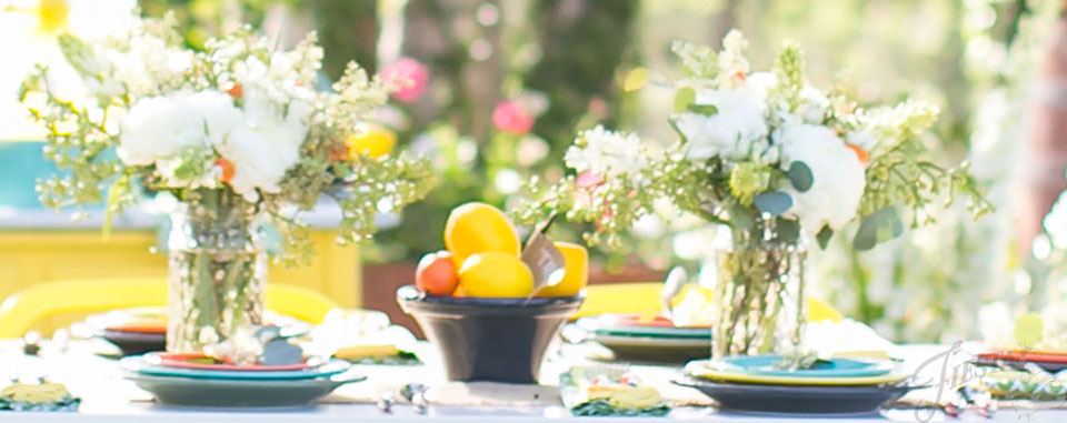 Keep flowers simple when you're dressing up your wedding table with colorful Fiesta Dinnerware.