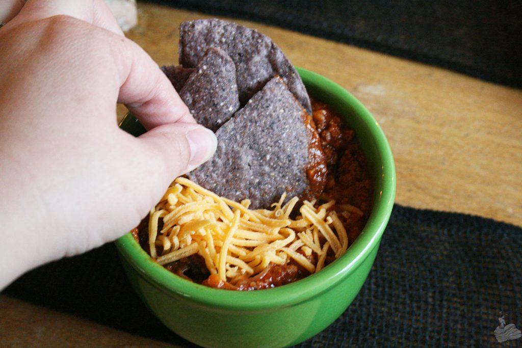 Hand,-Chip,-Chili