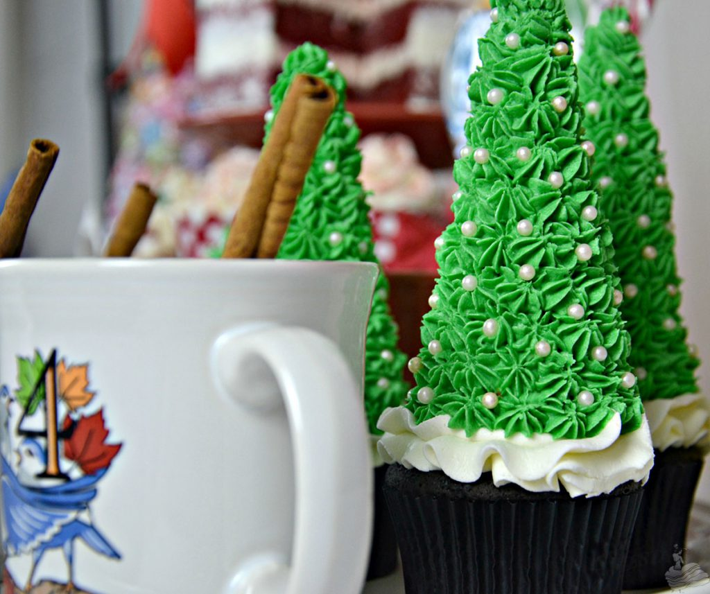 Christmas Tree Cupcakes full of Buttercream